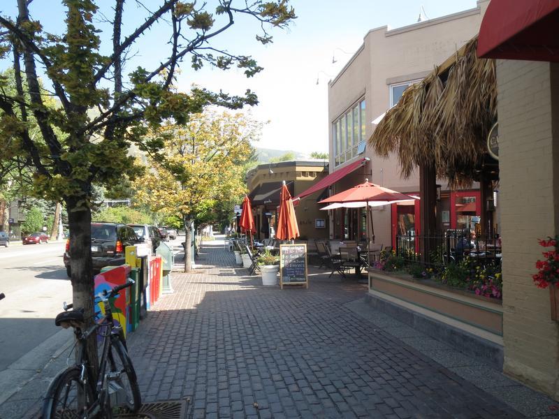 Aspen CO Restaurants Patio in Downtown