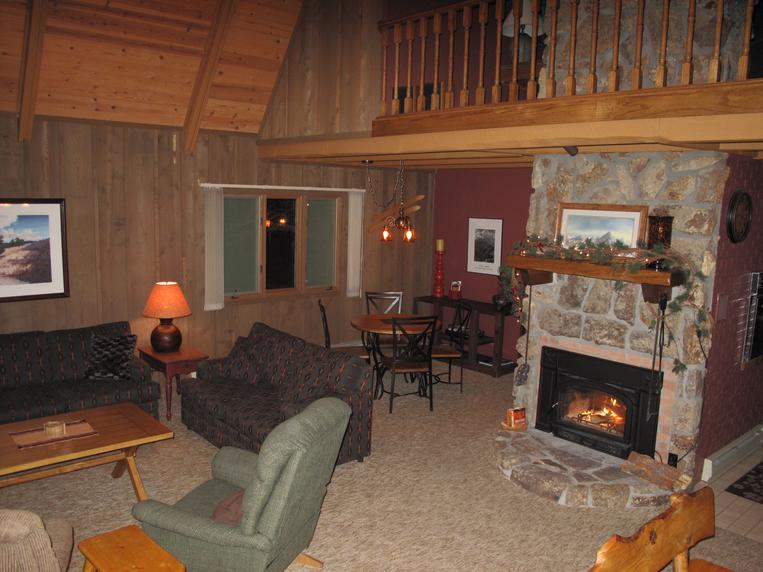 Creekside Hot Springs Living Room