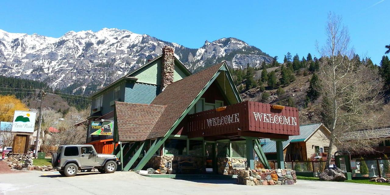 Twin Peaks Lodge Hot Springs