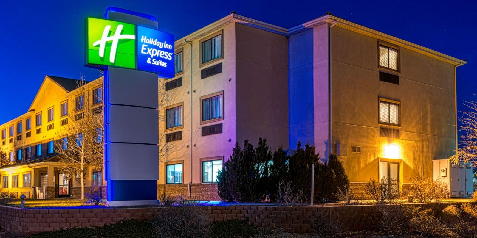 Best Hotels Alamosa CO Holiday Inn Express and Suites Exterior