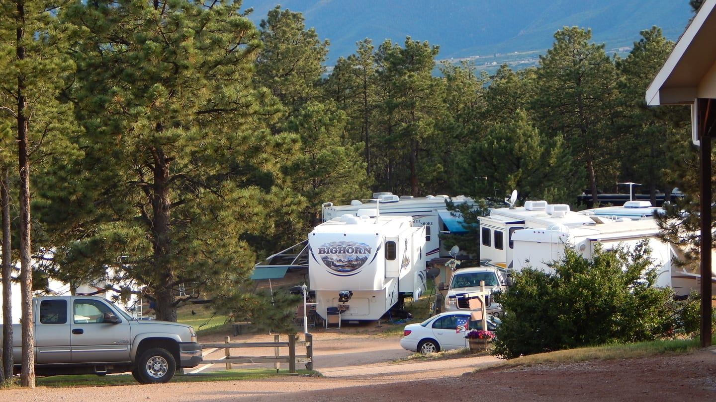Colorado Heights Camping Resort Monument