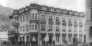 What famous cowboy died in 1887 at the Hotel Glenwood in Glenwood Springs?