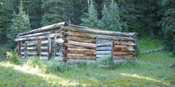 Log Cabin Dyersville Colorado