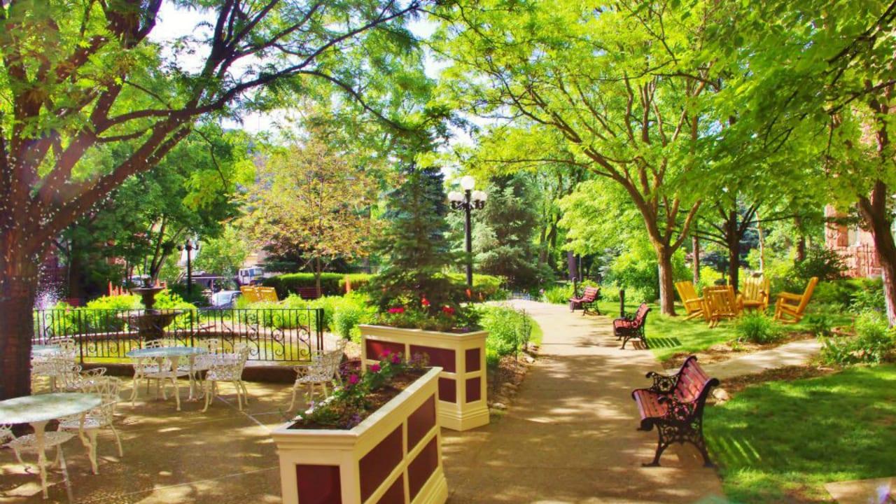 Hotel Colorado Glenwood Springs Garden