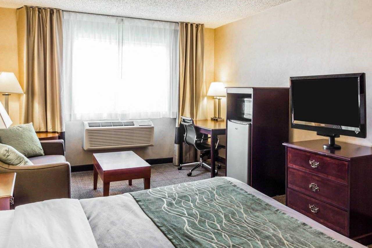 Quality Inn Brighton CO Standard Hotel Room
