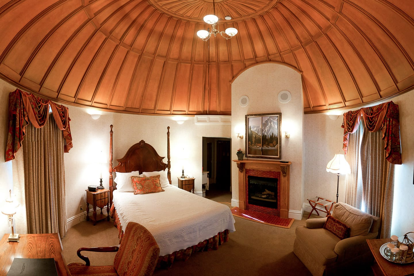 Cliff House at Pikes Peak Circular Bedroom