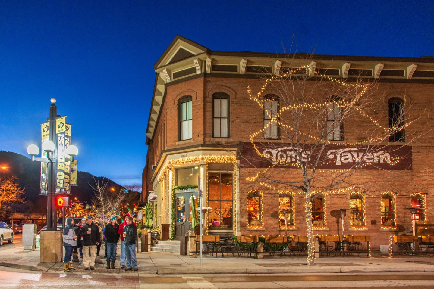 Boulder Date Idea Downtown Pearl Street Tom's Tavern