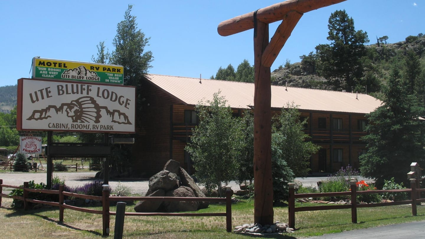 Ute Bluff Lodge and Cabins South Fork CO