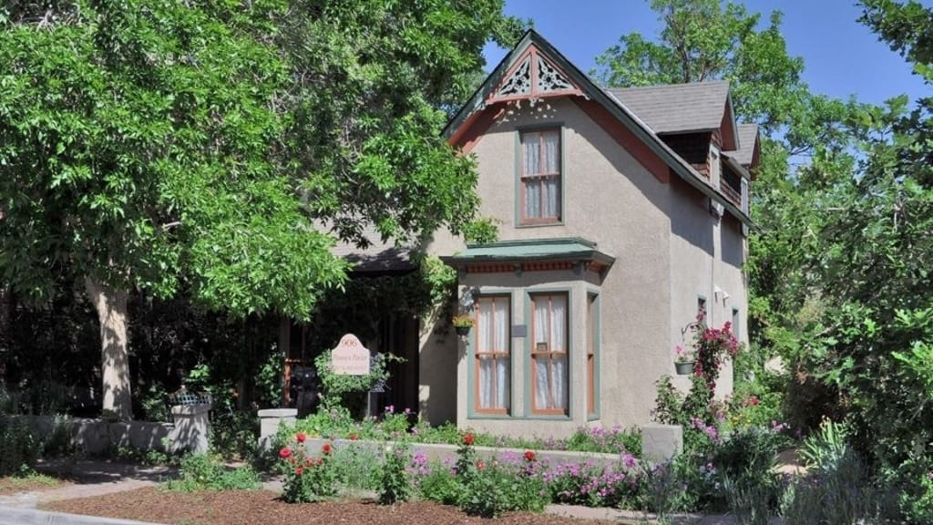 Pansy's Parlor Bed & Breakfast Golden