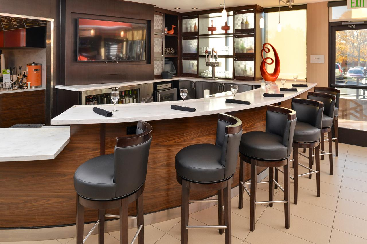 Courtyard by Marriott Denver Cherry Creek Bistro Bar