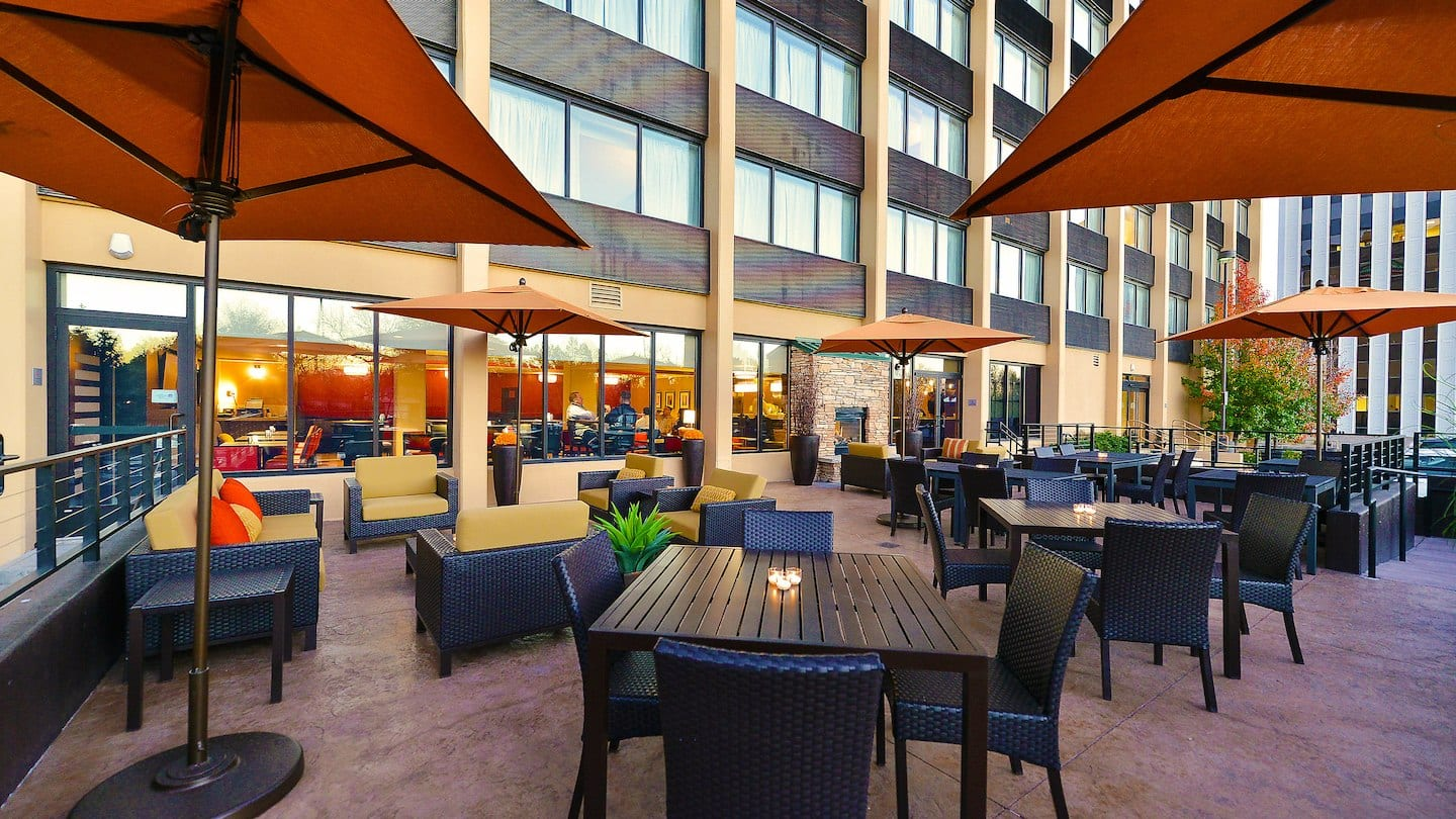 Courtyard by Marriott Denver Cherry Creek Bistro Outdoor Dining
