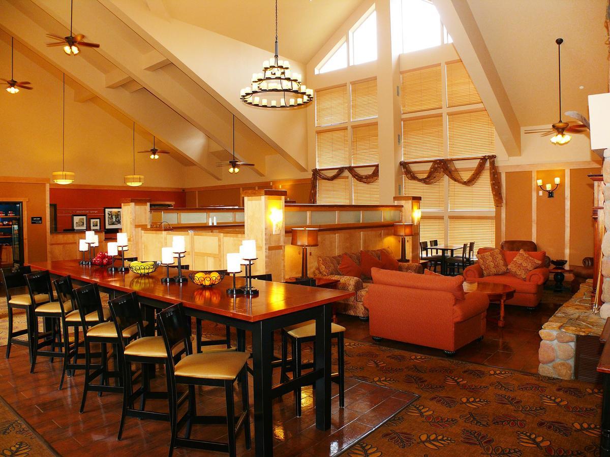Hampton Inn and Suites Steamboat Springs Lobby
