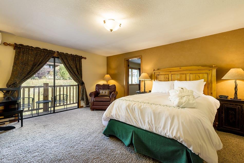 Inn at Steamboat Springs Hotel Suite Bedroom