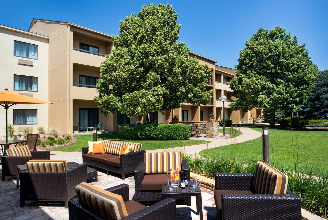Courtyard by Marriott Denver Stapleton Outdoor Lounge