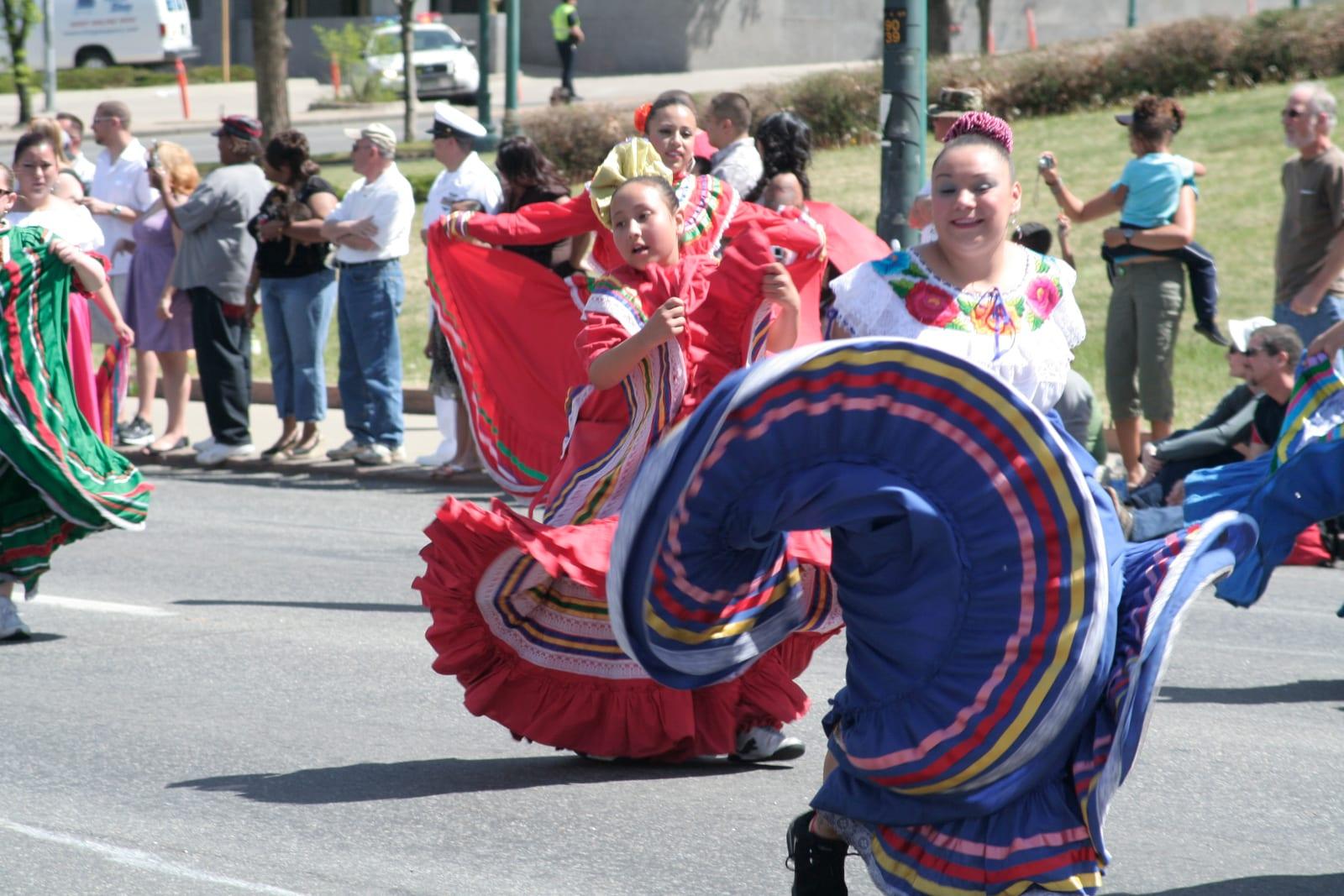Cindo de Mayo Festival Parade Dancers