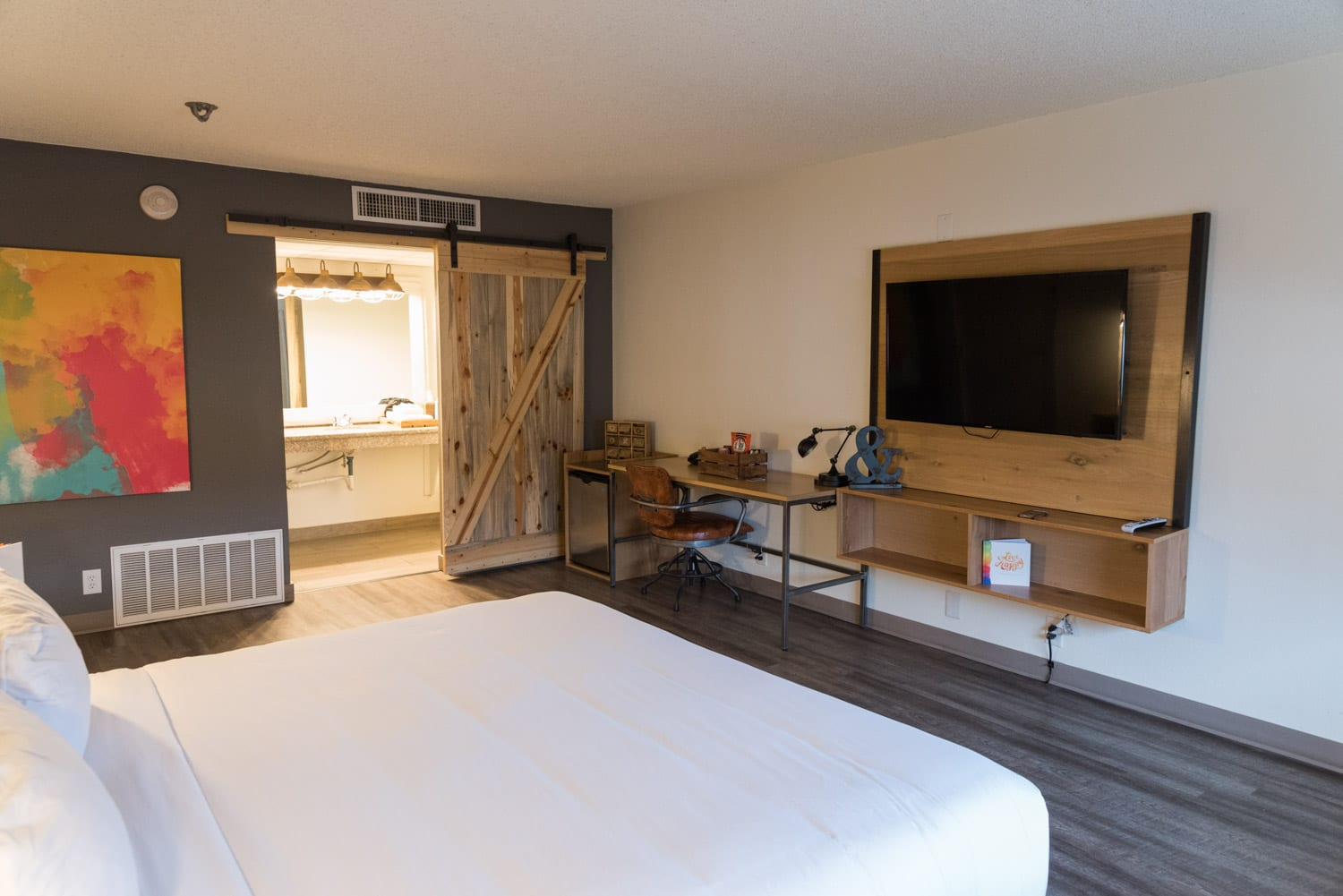 image of hotel room at SCP Hotel