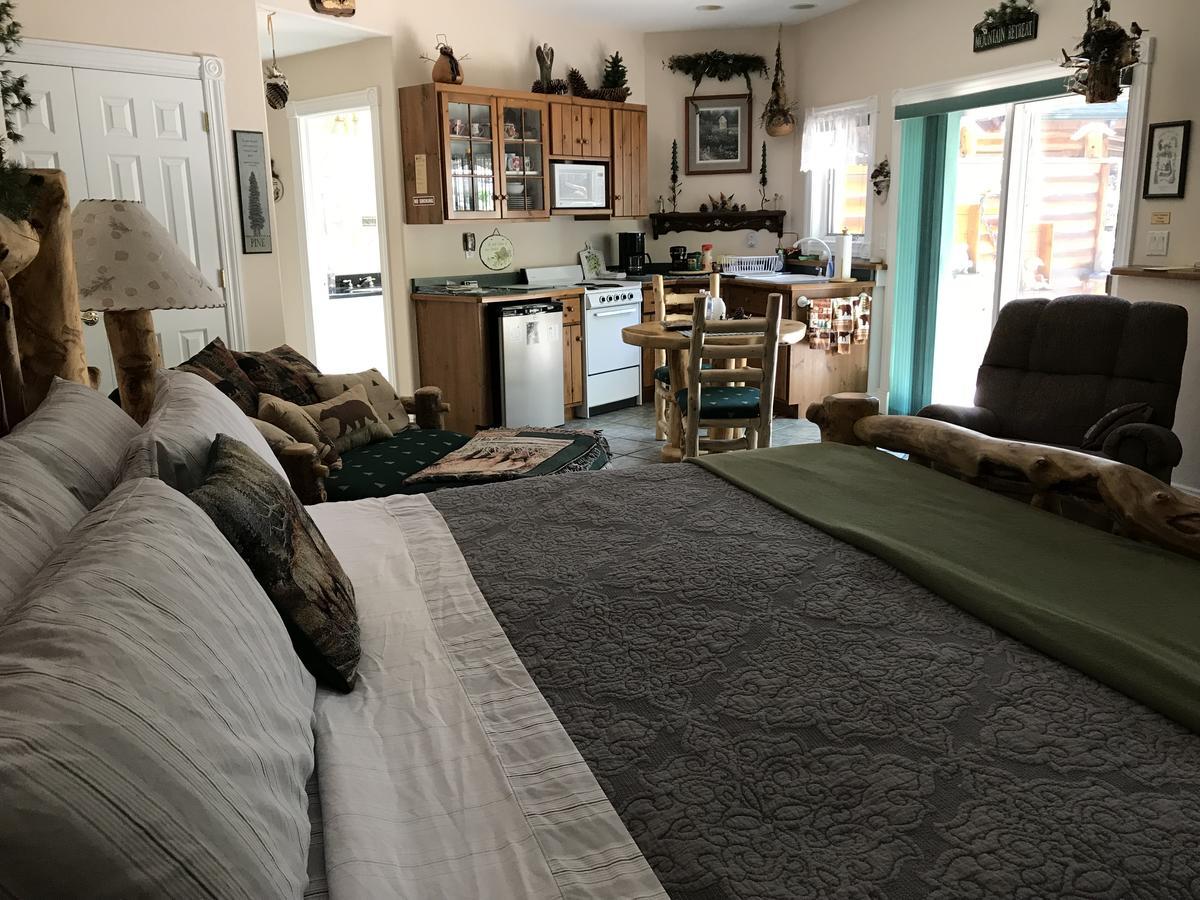 Sonnenhof Lakewood Manor B&B, CO