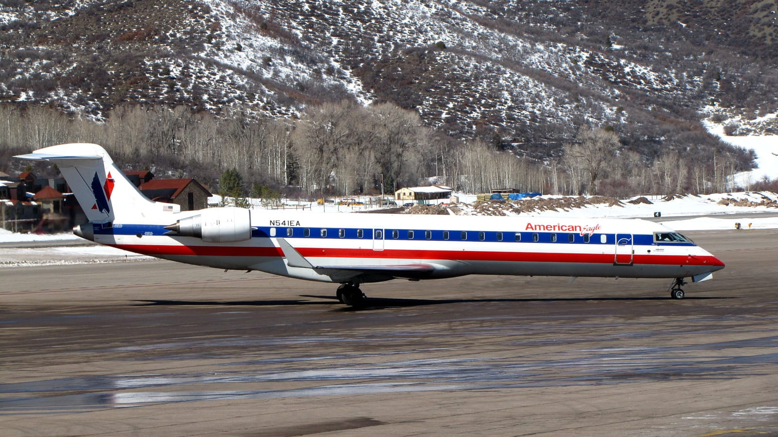 Aspen-Pitkin County Airport American Eagle Bombardier CRJ-700