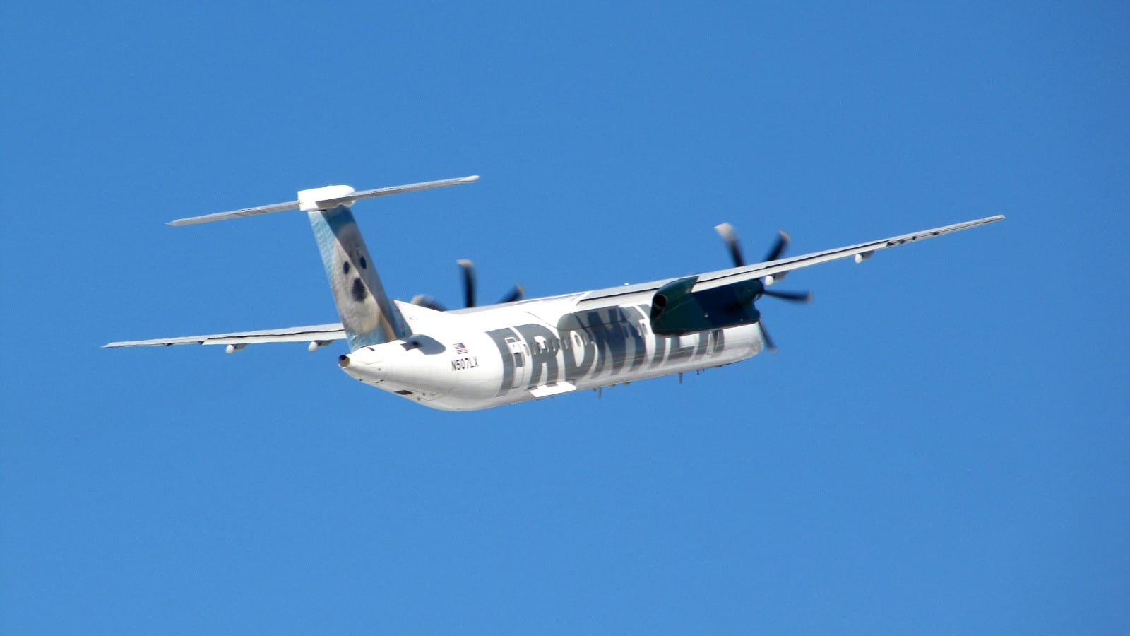 Aspen-Pitkin County Airport Republic Airlines Bombardier Dash 8 Q400
