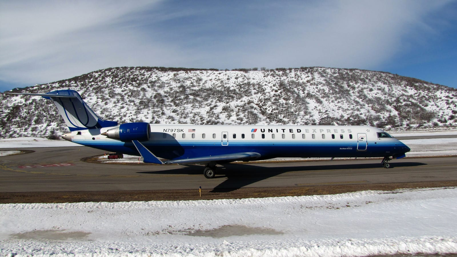 Aspen-Pitkin County Airport SkyWest Airlines Bombardier CRJ-700