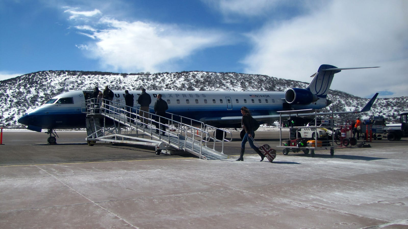 Aspen-Pitkin County Airport SkyWest Airlines Bombardier CRJ-700 Plane Boarding