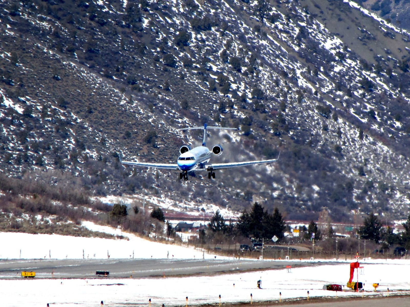 Aspen-Pitkin County Airport SkyWest Airlines Bombardier CRJ-700 Landing