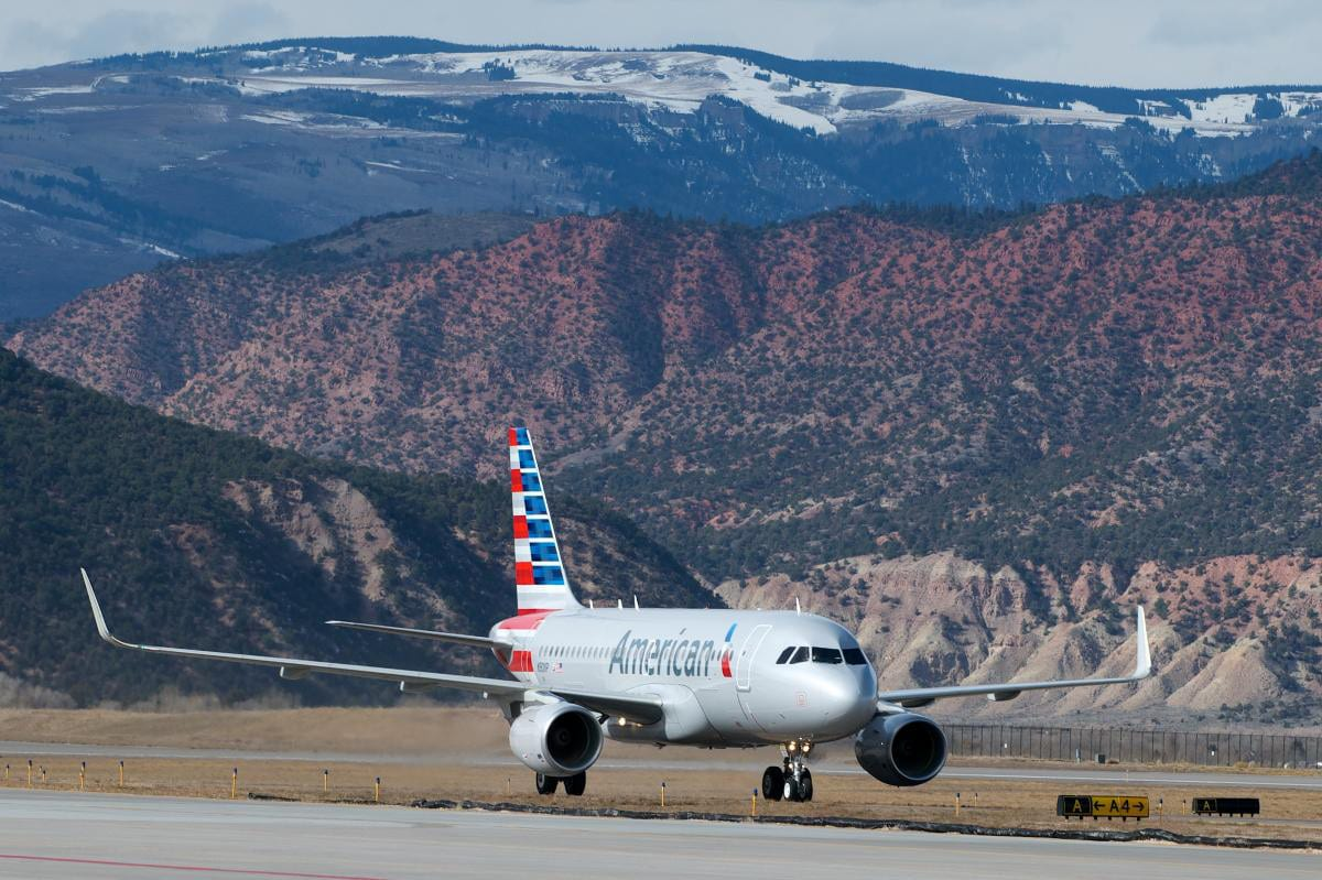 Eagle County Regional Airport American Airlines Plane