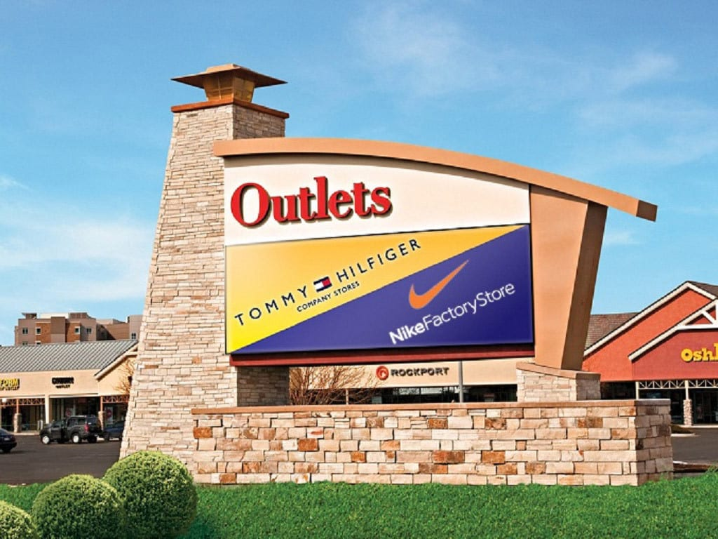 Outlets at Loveland Sign