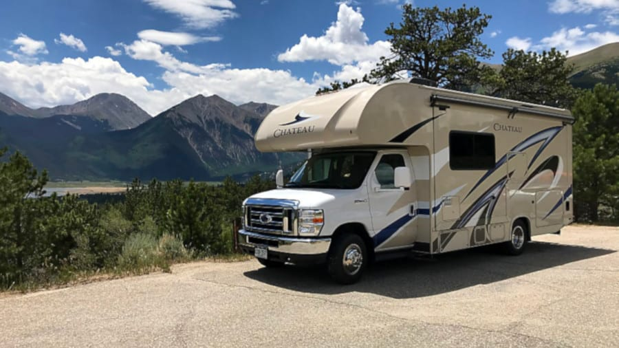 Rent an RV/Motorhome, Camper Van or Travel Trailer near