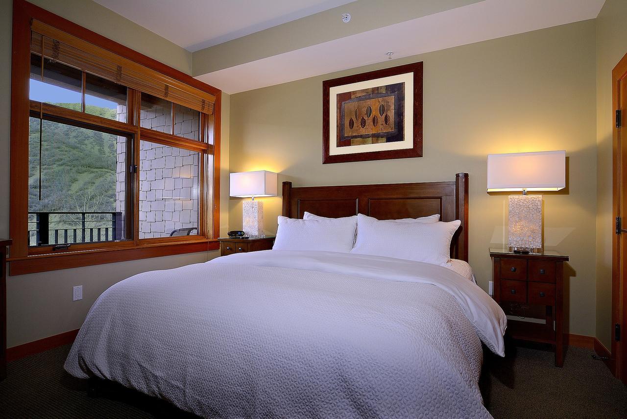 Room at Capitol Peak Lodge Condominiums.