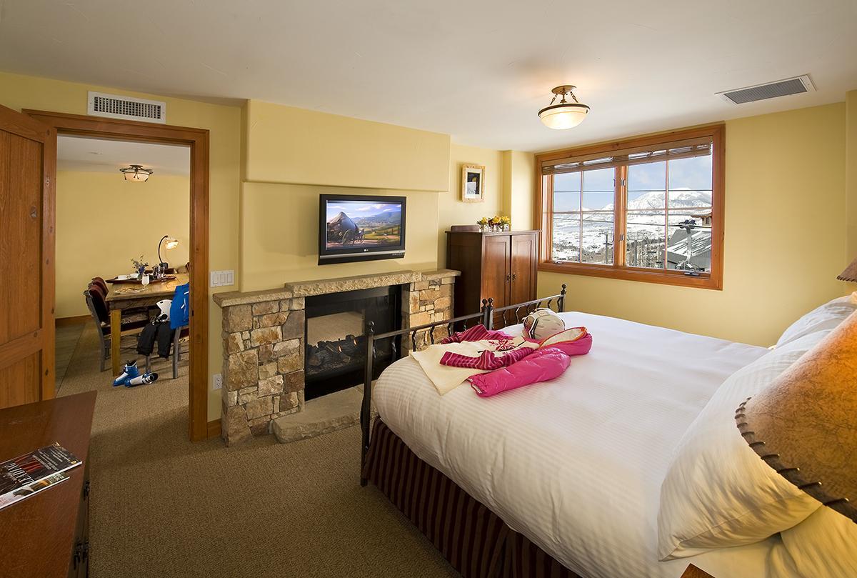 Room at The Inn at Lost Creek.