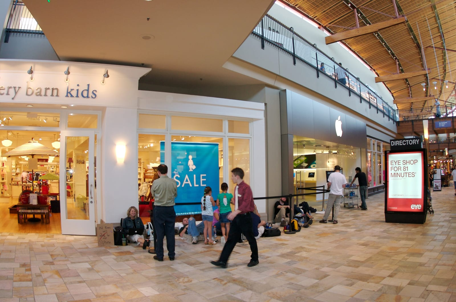 Flatiron Crossing Mall Broomfield CO Apple IPhone Line