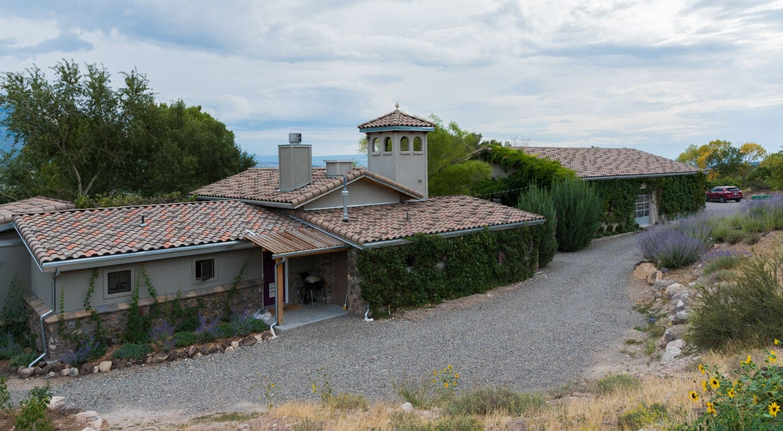 image of azura winery