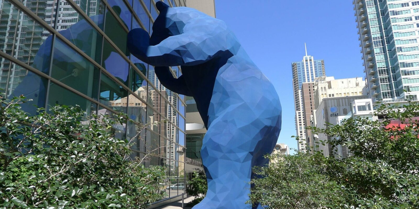 iamge of big blue bear