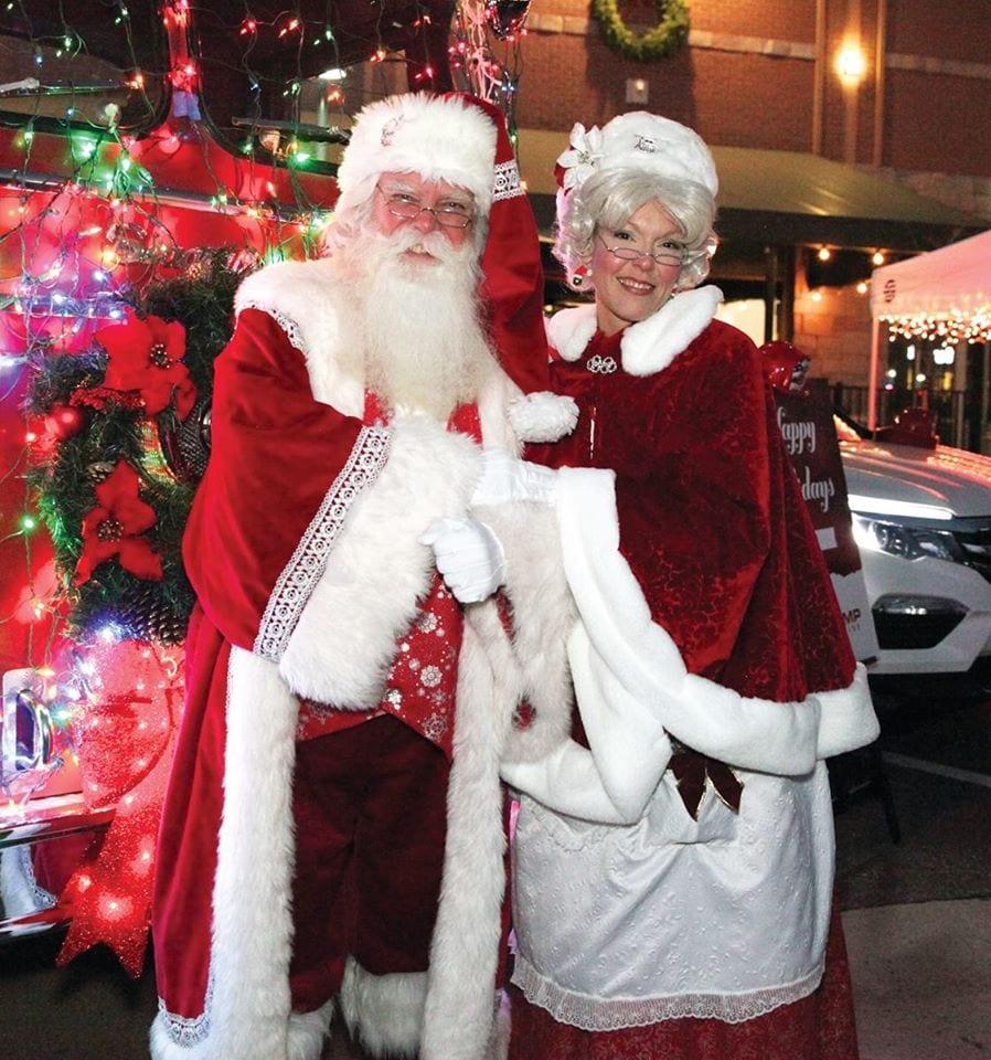 image of santa and mrs. claus