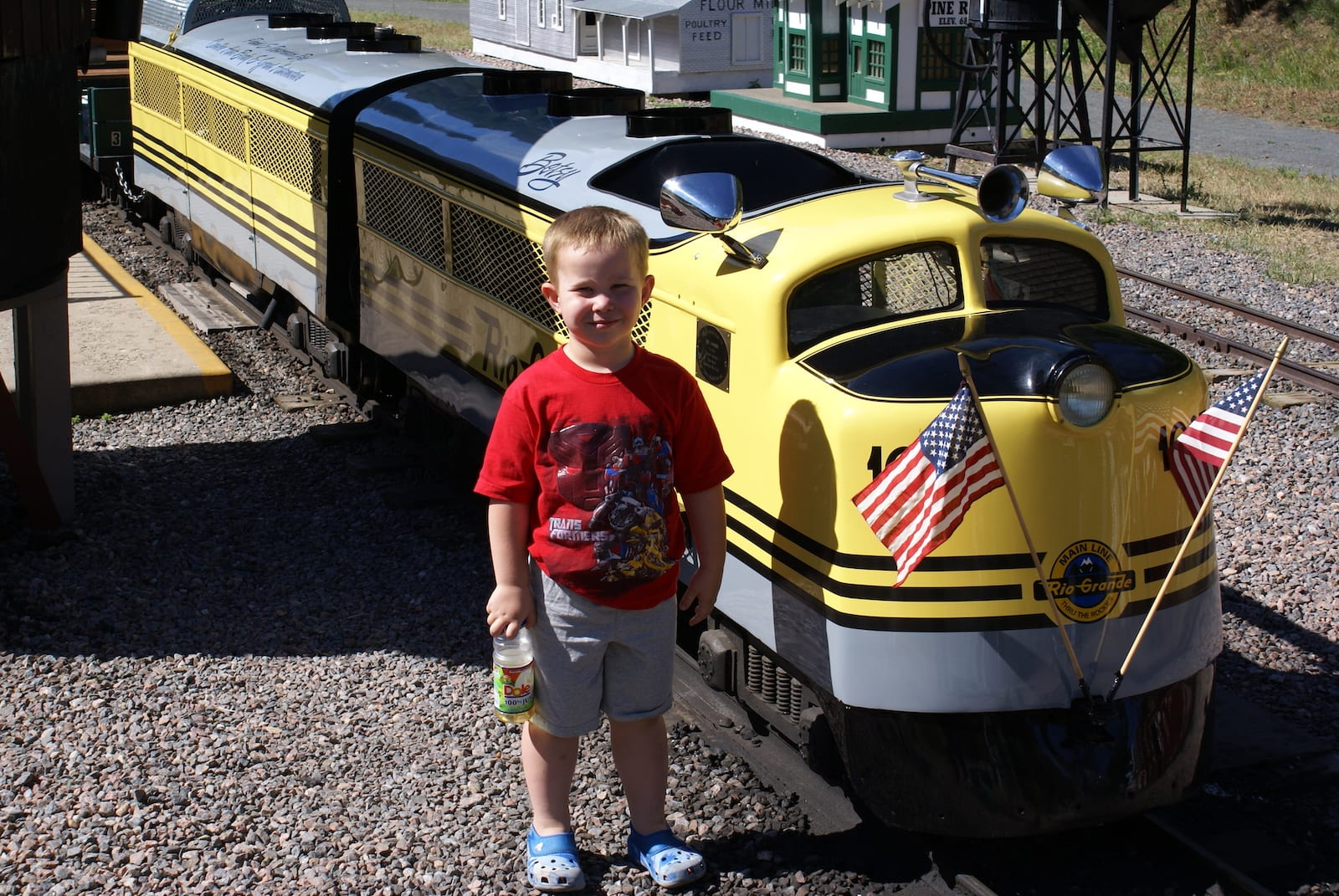 Peter and the Tiny Town train engine, CO