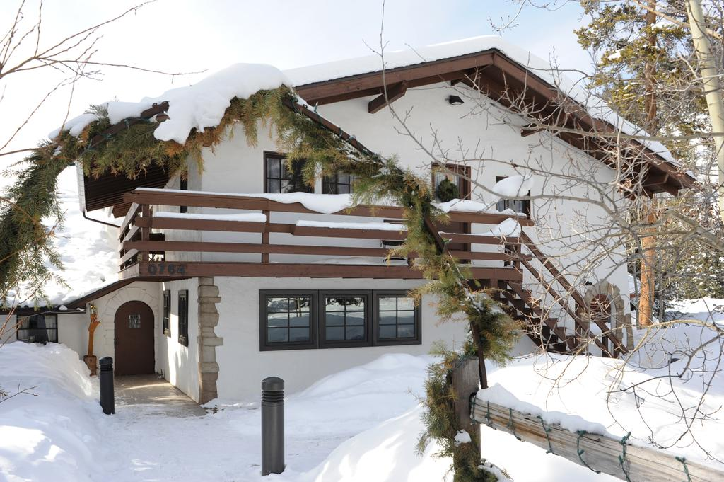 image of ski tip lodge
