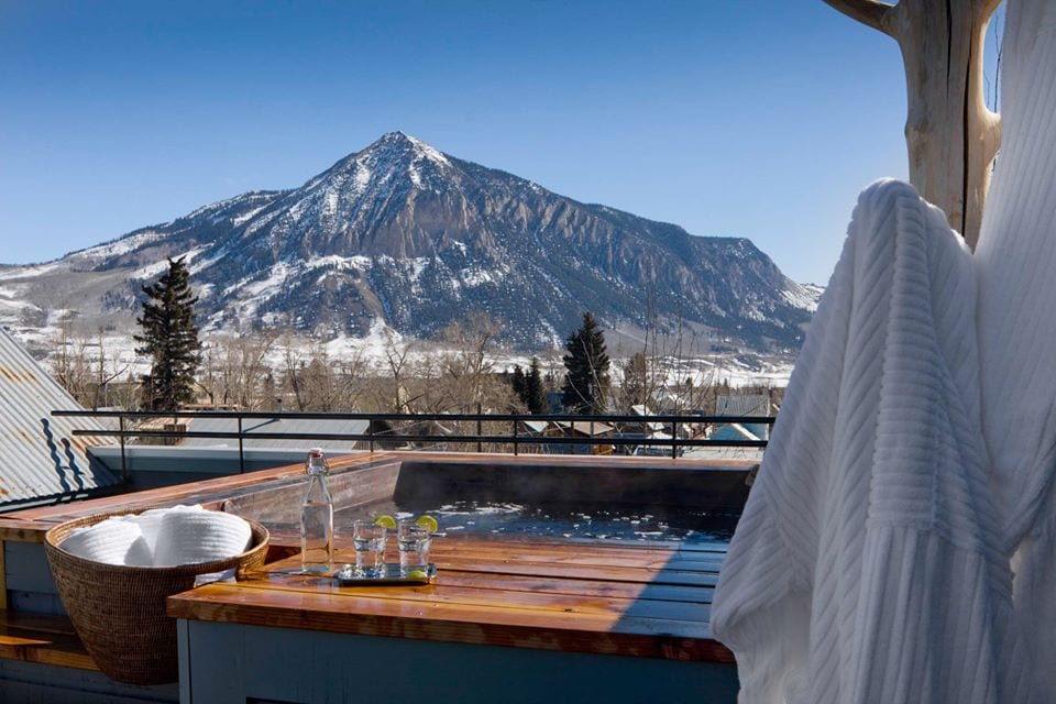 outdoor hot tub at scarp ridge lodge crested butte