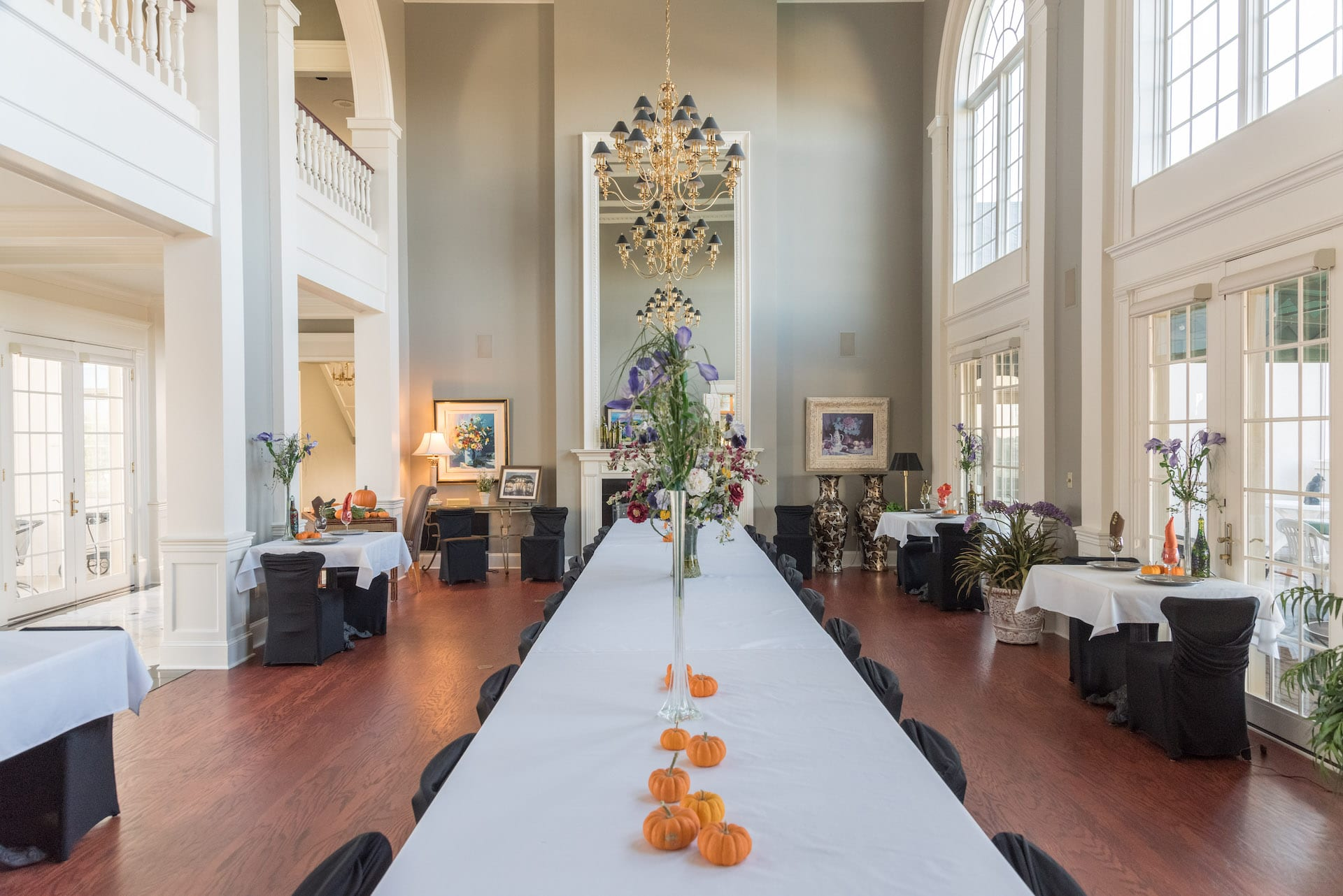 grand dining hall at claremont inn and winery