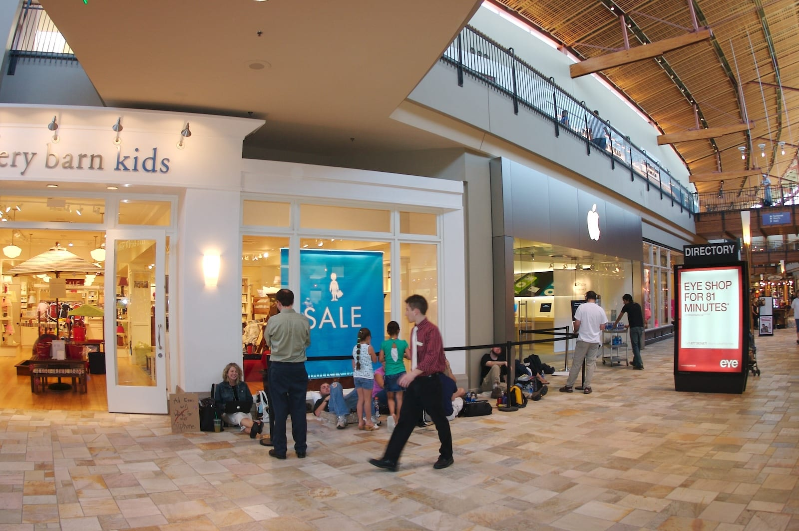 iPhone line at Flatiron Crossing Mall in Broomfield, Colorado