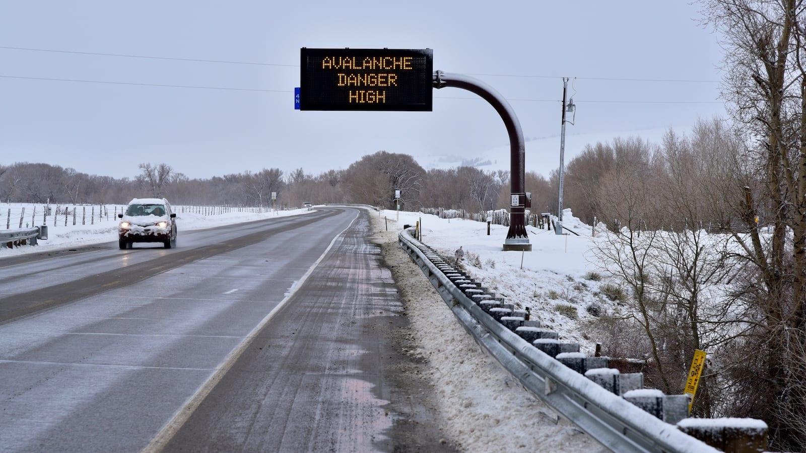 Avalanche Warning Sign Gunnison County Colorado 2019 CO-135