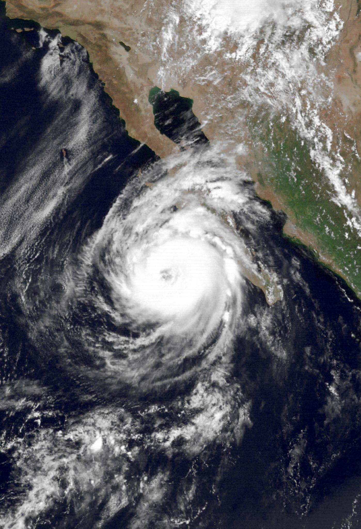 Hurricane Lester Peak Intensity August 22 1992