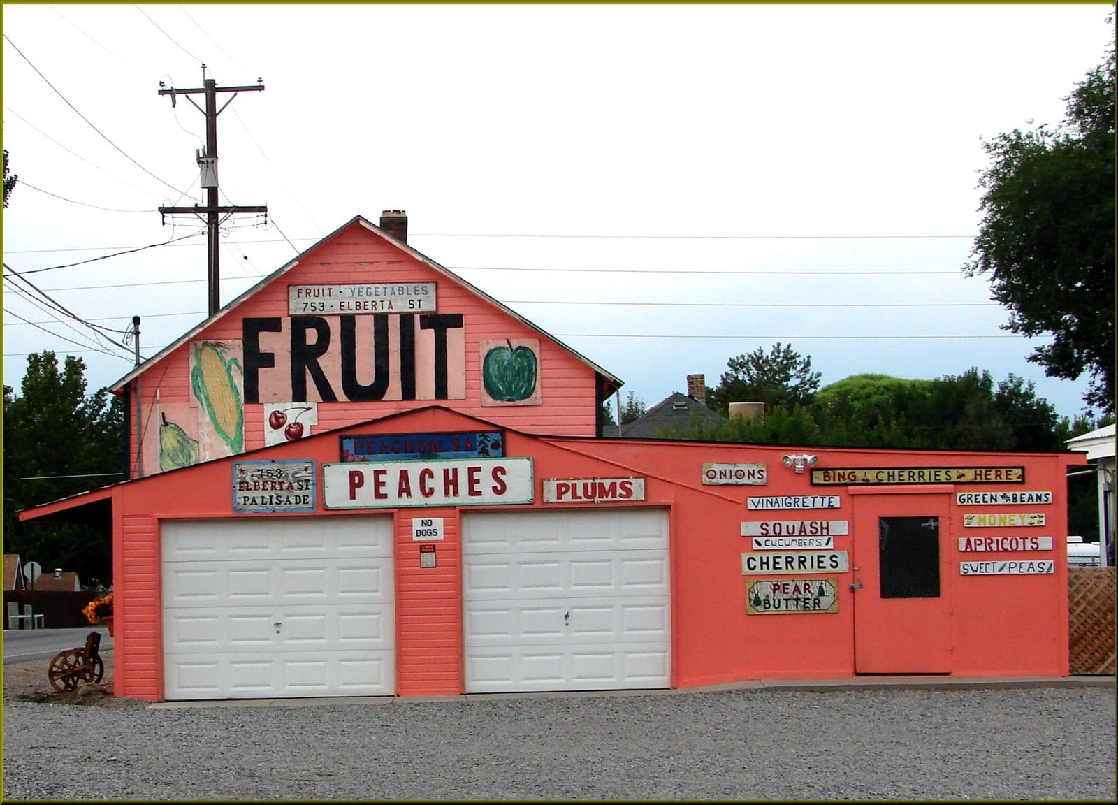fruit stand in palisade colorado