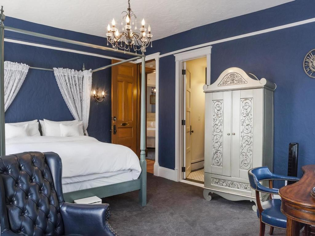 image of biltmore room patterson inn