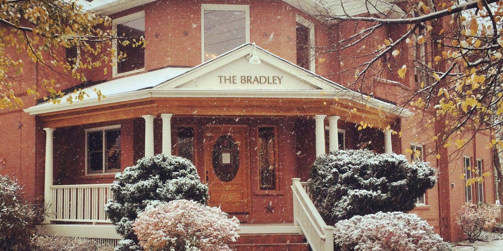 image of bradley boulder inn