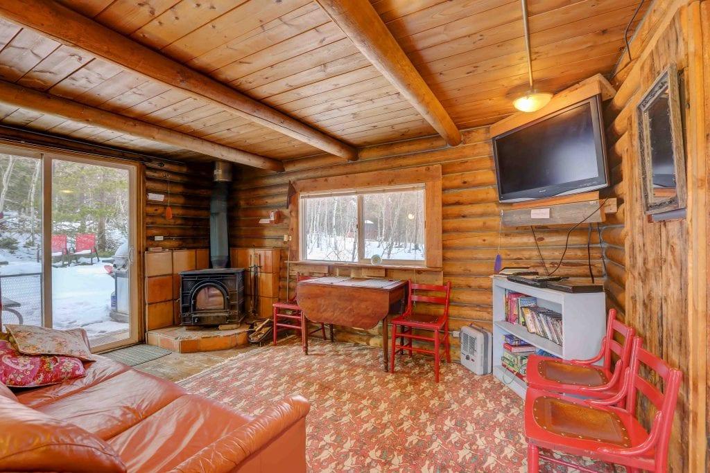 image of the honeymoon hideout cabin