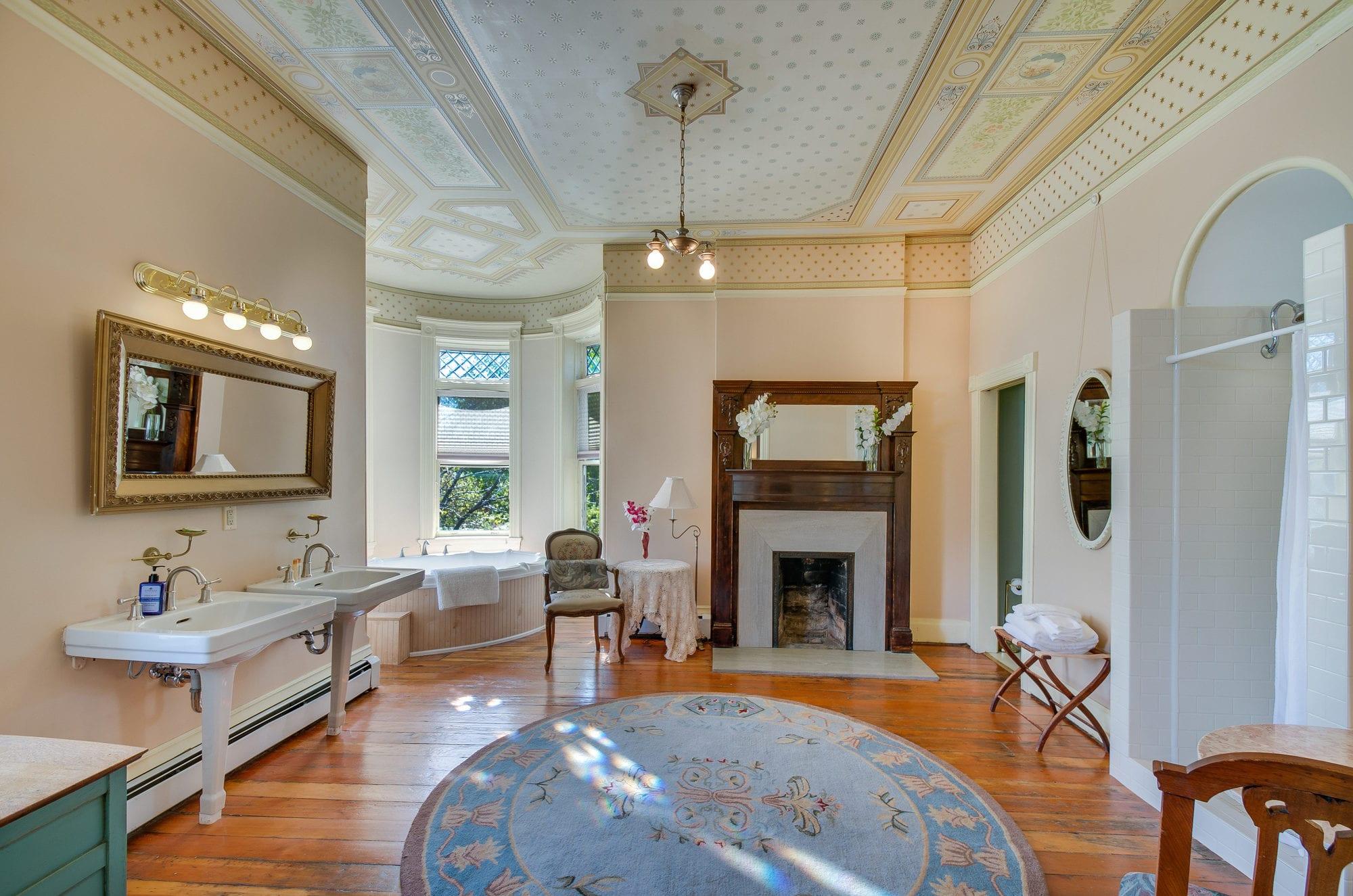 image of honeymoon suite at lumber baron inn denver