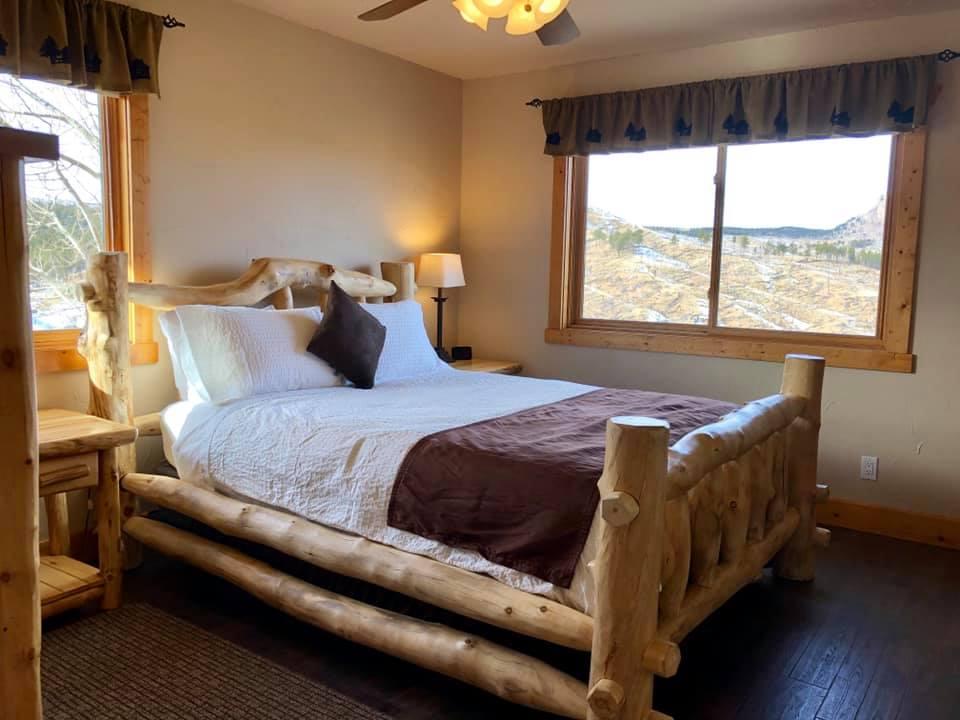 image of cabin at pikes peak resort