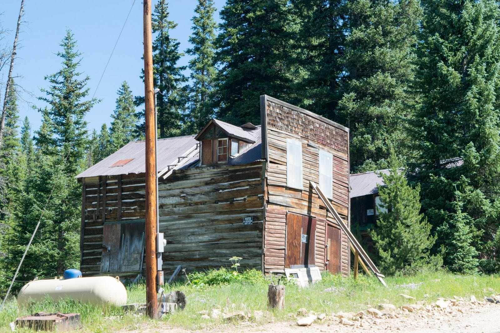 Image of an abandoned building in Apex colorado