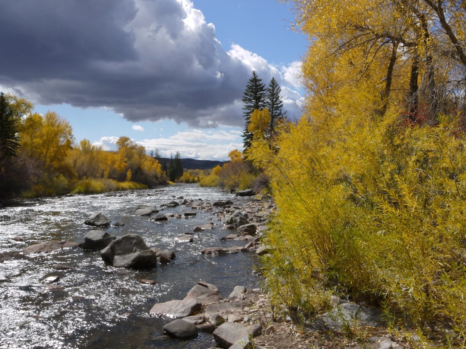 Image of the Eagle River in Colorado on the way to Glenwood Springs